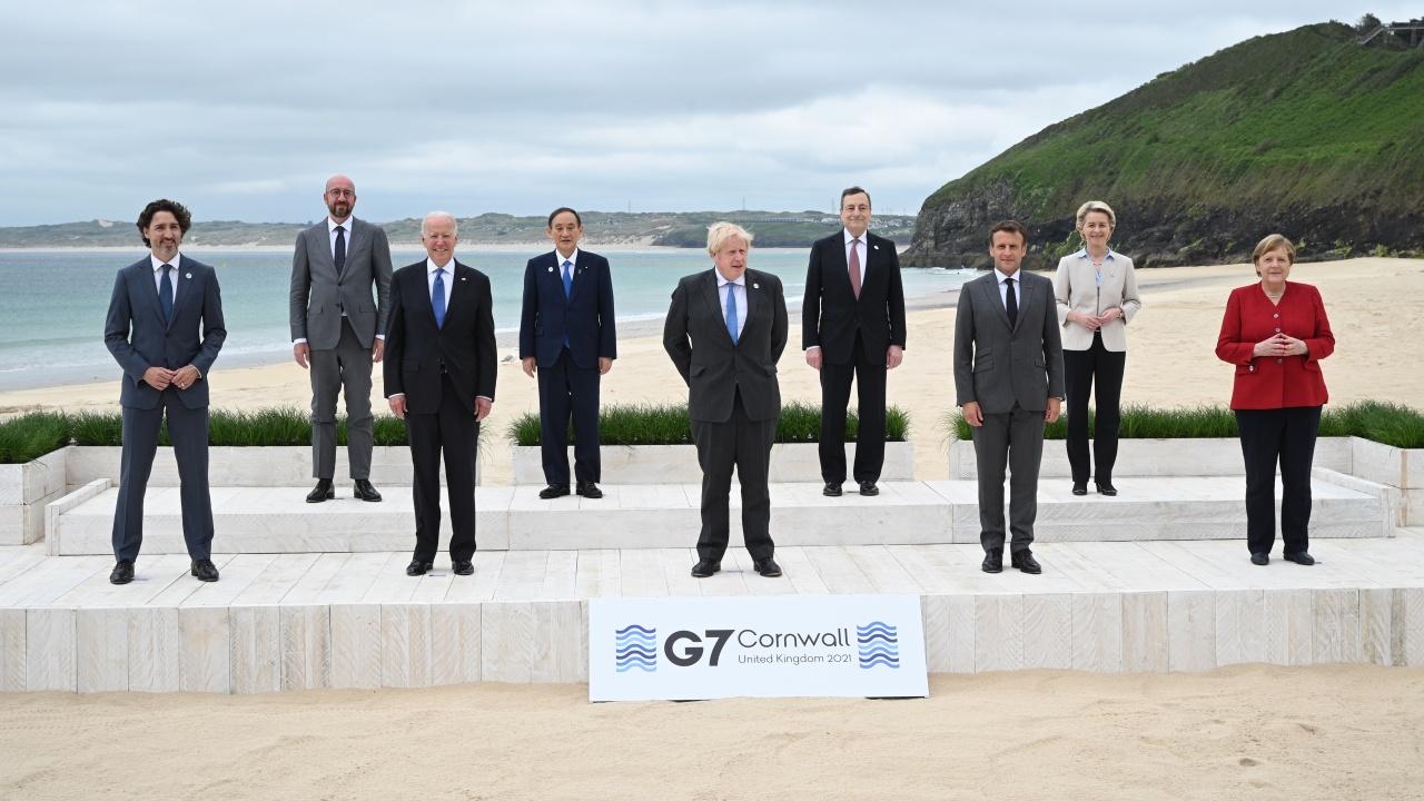 Срещата на върха на Г-7 започна със снимка на плажа
