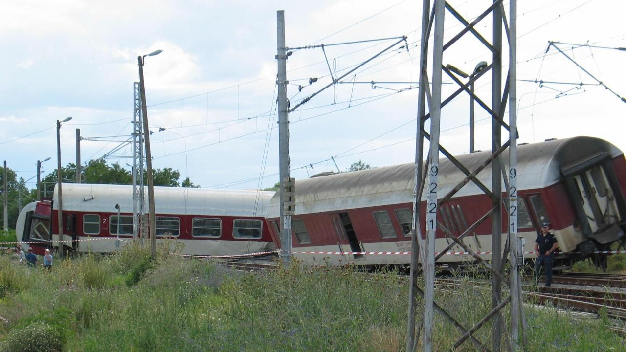 Отрицателни са пробите за алкохол и наркотици на машиниста на дерайлиралия товарен влак