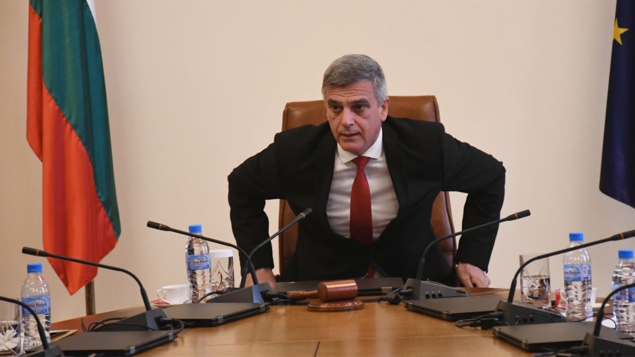 Стефан Янев проведе ключова среща във връзка с машините за гласуване