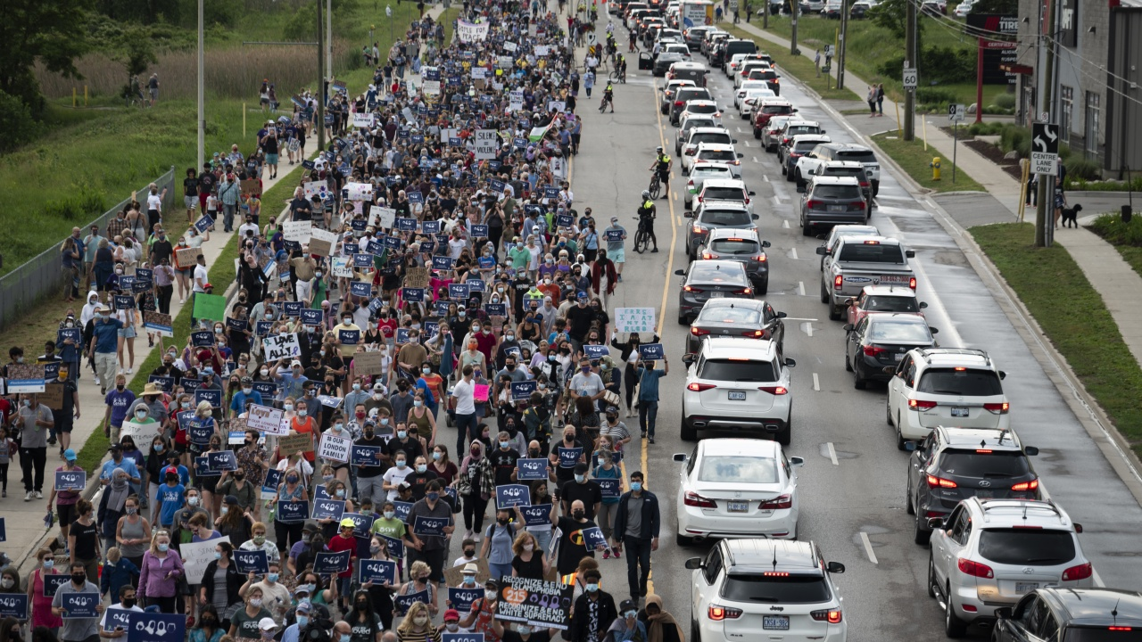 Хиляди участваха в шествия на солидарност с мюсюлманското семейство, убито от ненавист в Канада
