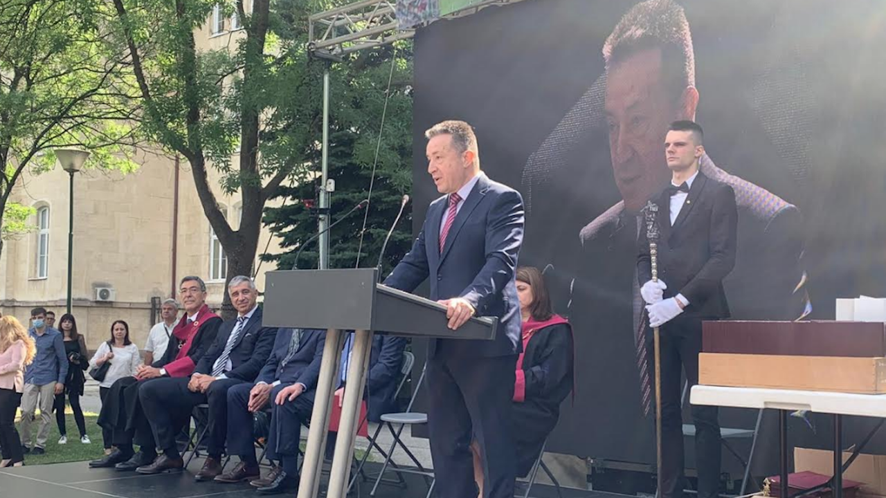 """Министърът на правосъдието присъства на връчването на дипломи на студенти от Юридическия факултет на СУ """"Св. Климент Охридски"""""""