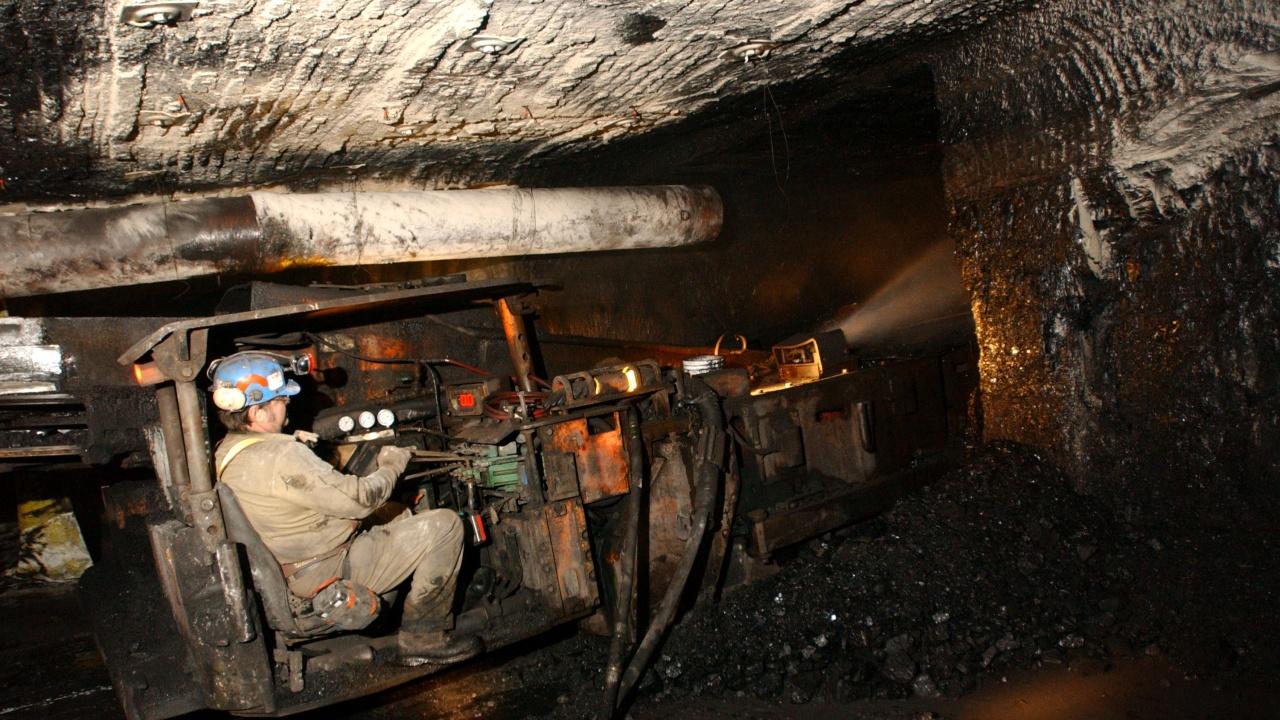 Девет души загинаха при взрив във въгледобивна мина в Колумбия