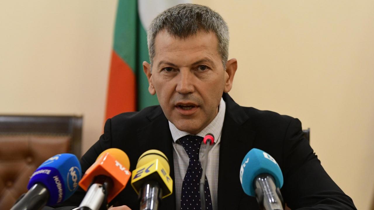 Министър Тодоров: Шофьорските курсове трябва да се увеличат с 10 часа
