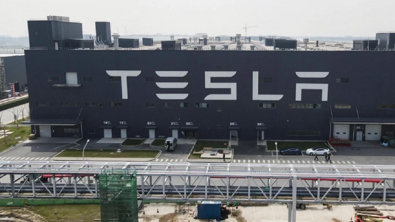 """""""Тесла"""" ще започне отново да приема биткойни, когато """"копаенето"""" им стане по-малко замърсяващо"""