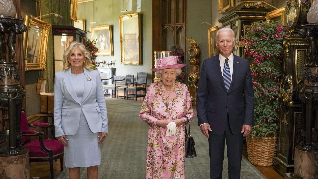 Байдън и съпругата му пиха чай с кралица Елизабет в замъка Уиндзор
