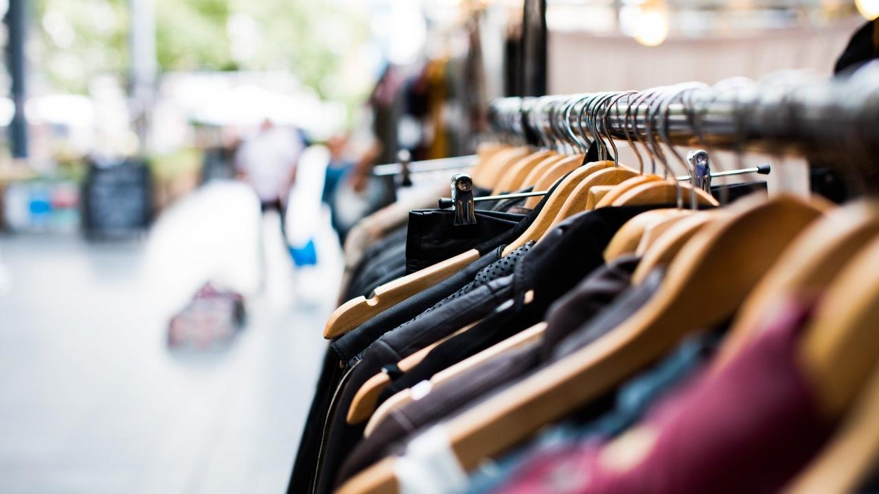 Незаконно продавани дрехи са иззети в Брезник