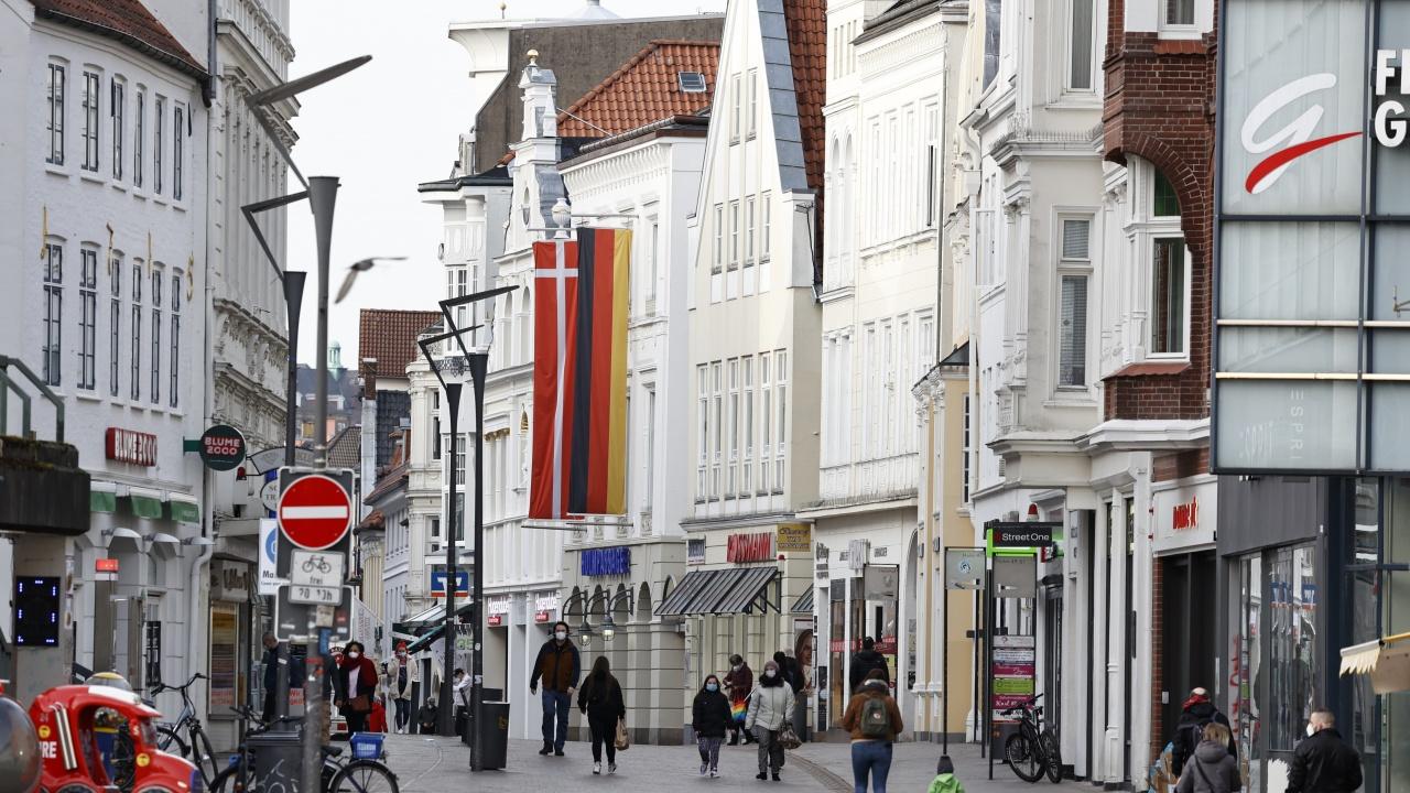 Дания отменя почти всички правила за носене на маски на обществени места