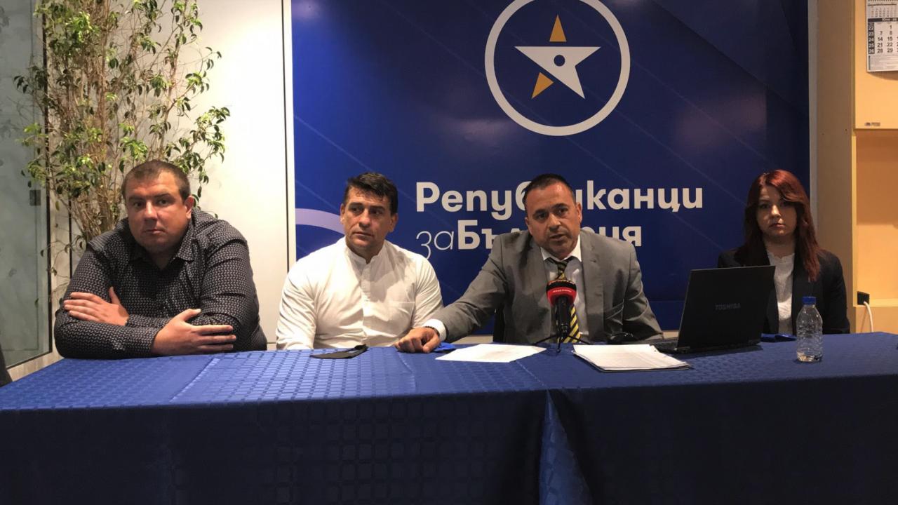 """От """"Републиканци за България"""" - Варна обявиха официално листата си с кандидати за депутати"""