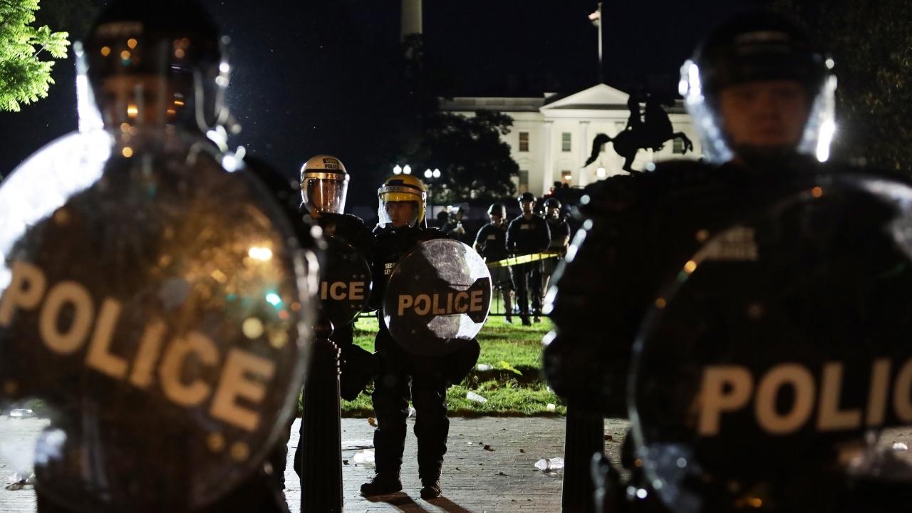 Кола се вряза в протестиращи в Минеаполис, има загинала и ранени