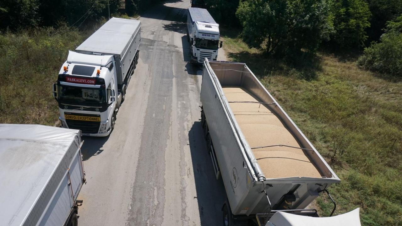 Среща на превозвачите и властите заради опашките на границата с Гърция