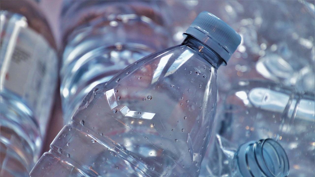 Учени превърнаха пластмасови бутилки във ванилов аромат