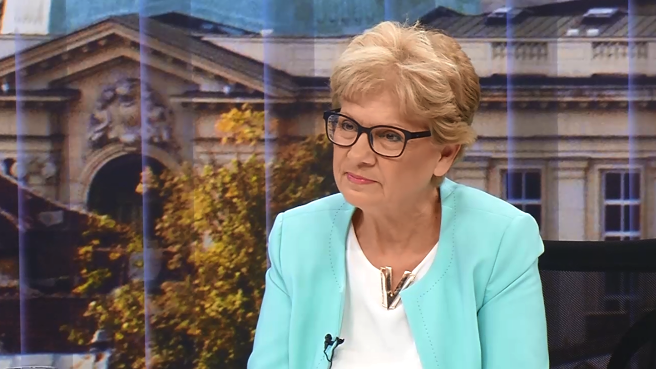 """Министър Комитова и шефът на """"Автомагистрали"""" влязоха в спор чрез отворени писма"""