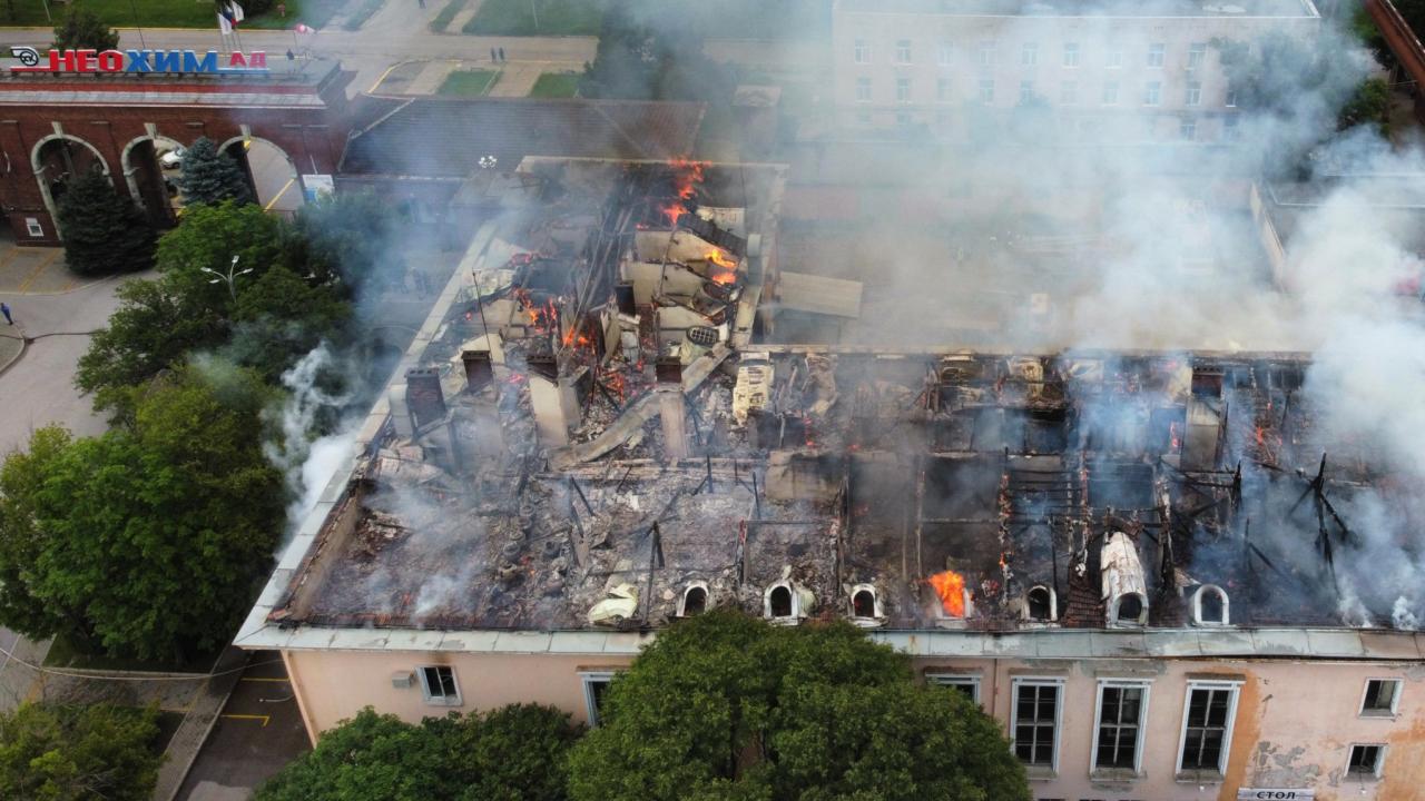 Огромен пожар гори в химическия завод в Димитровград
