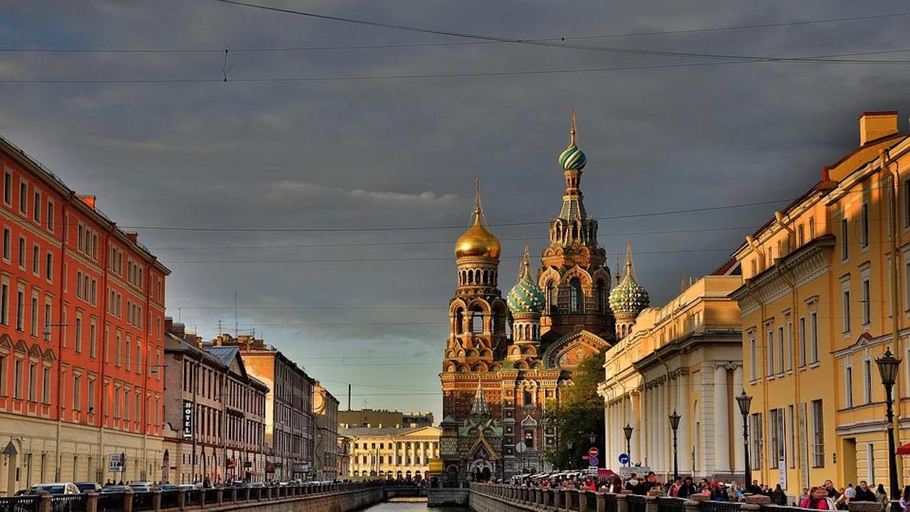 Руски региони засилват ограниченията заради коронавируса и увеличават капацитета на болници