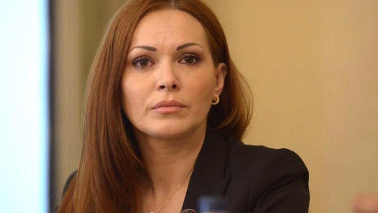 Директорката на Агенцията по вписванията се разделя с поста си
