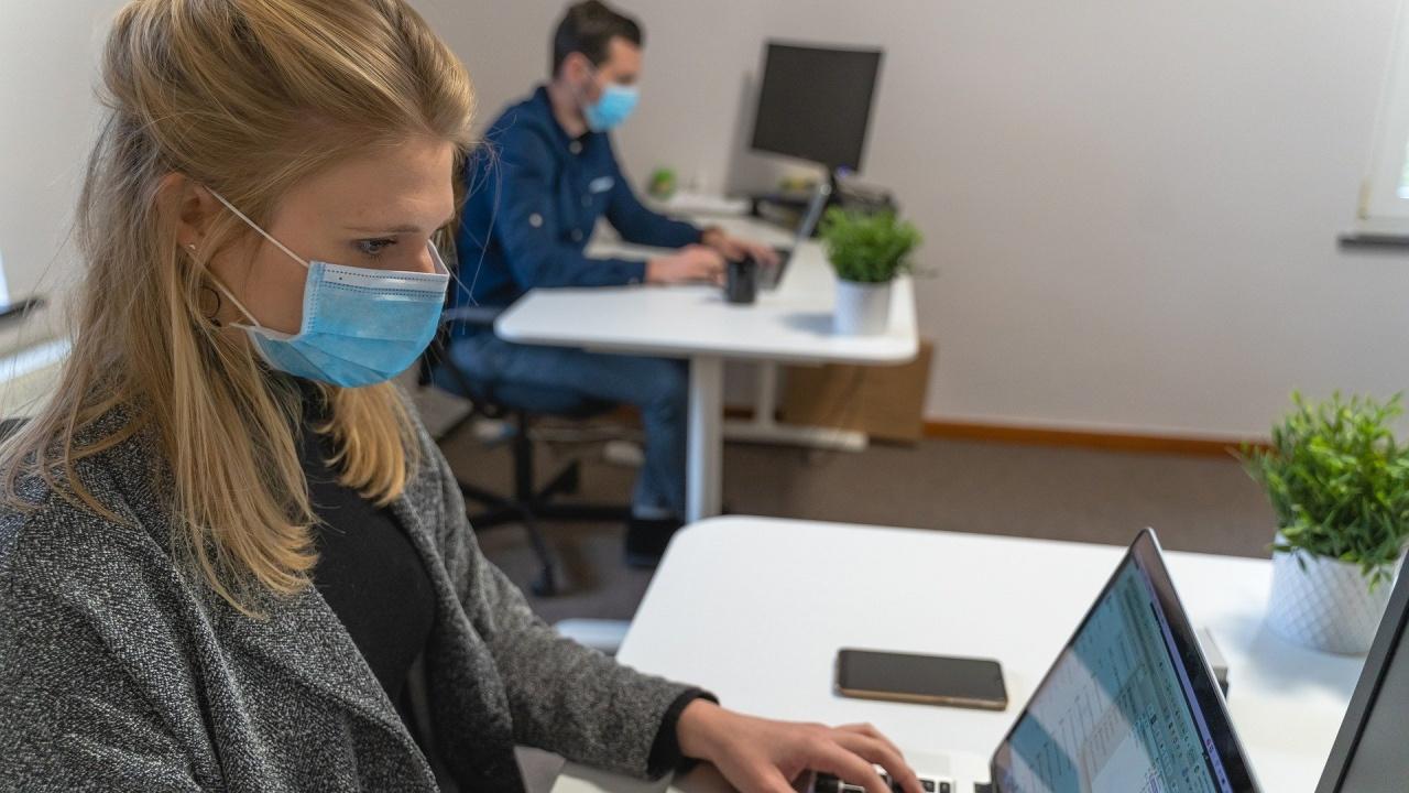 Нова заповед: Без маски за работни колективи до 7 души, но при две условия