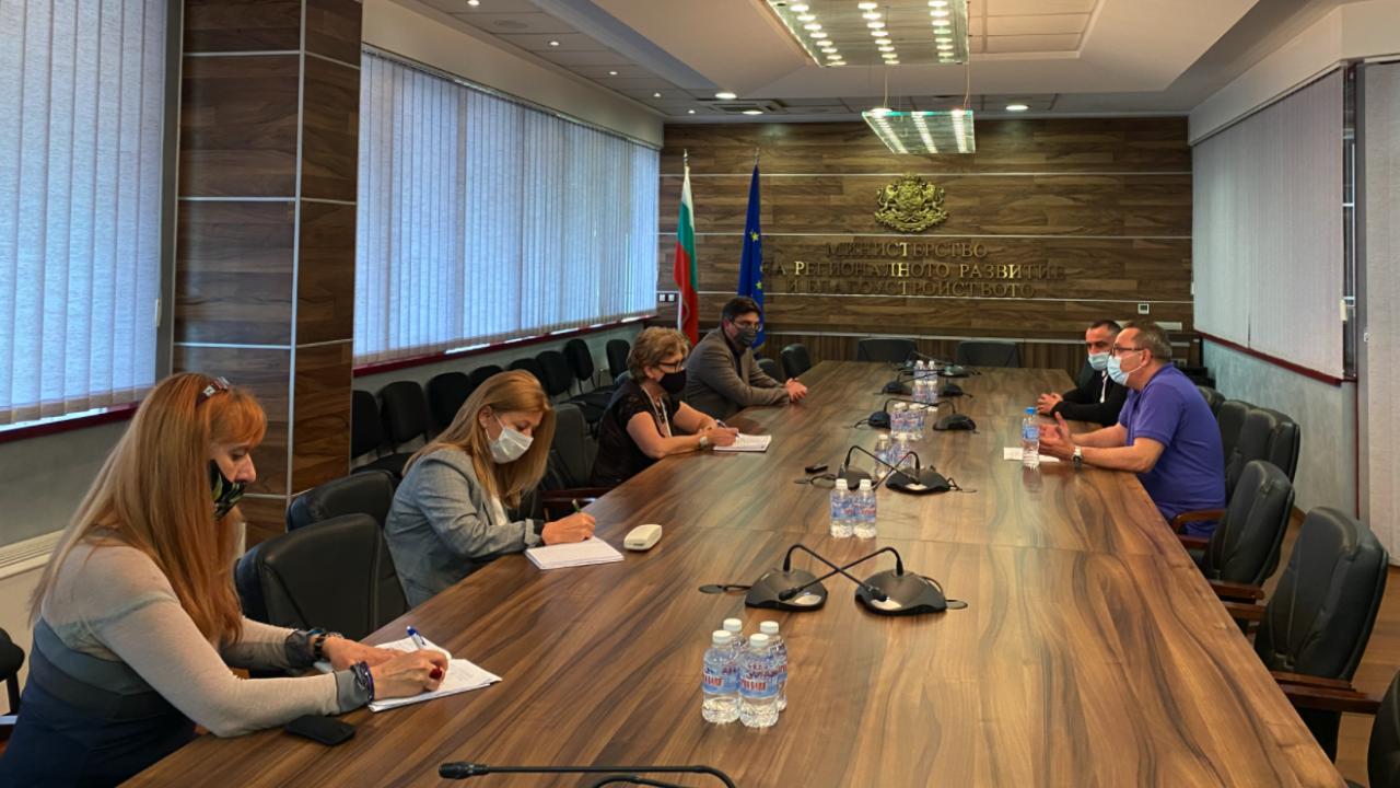 """Министър Комитова прие шефа на """"Автомагистрали"""" по негова молба"""