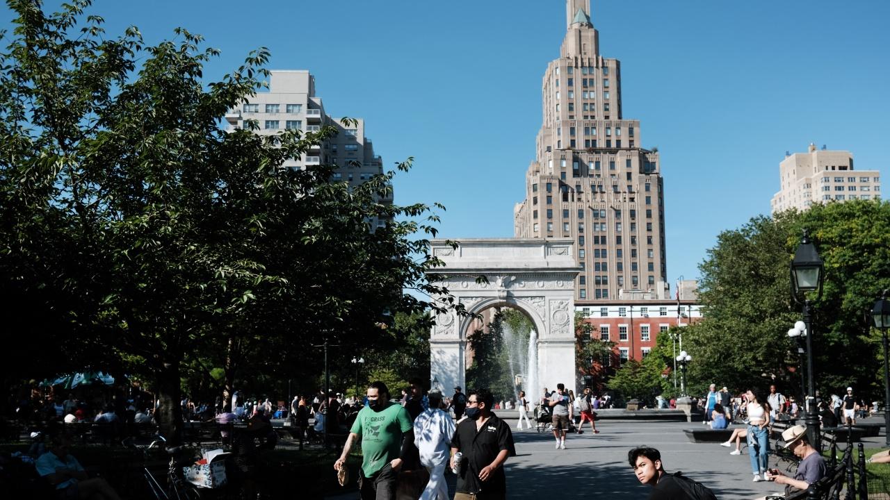 В щата Ню Йорк се отменят всички коронавирусни ограничения на щатско ниво