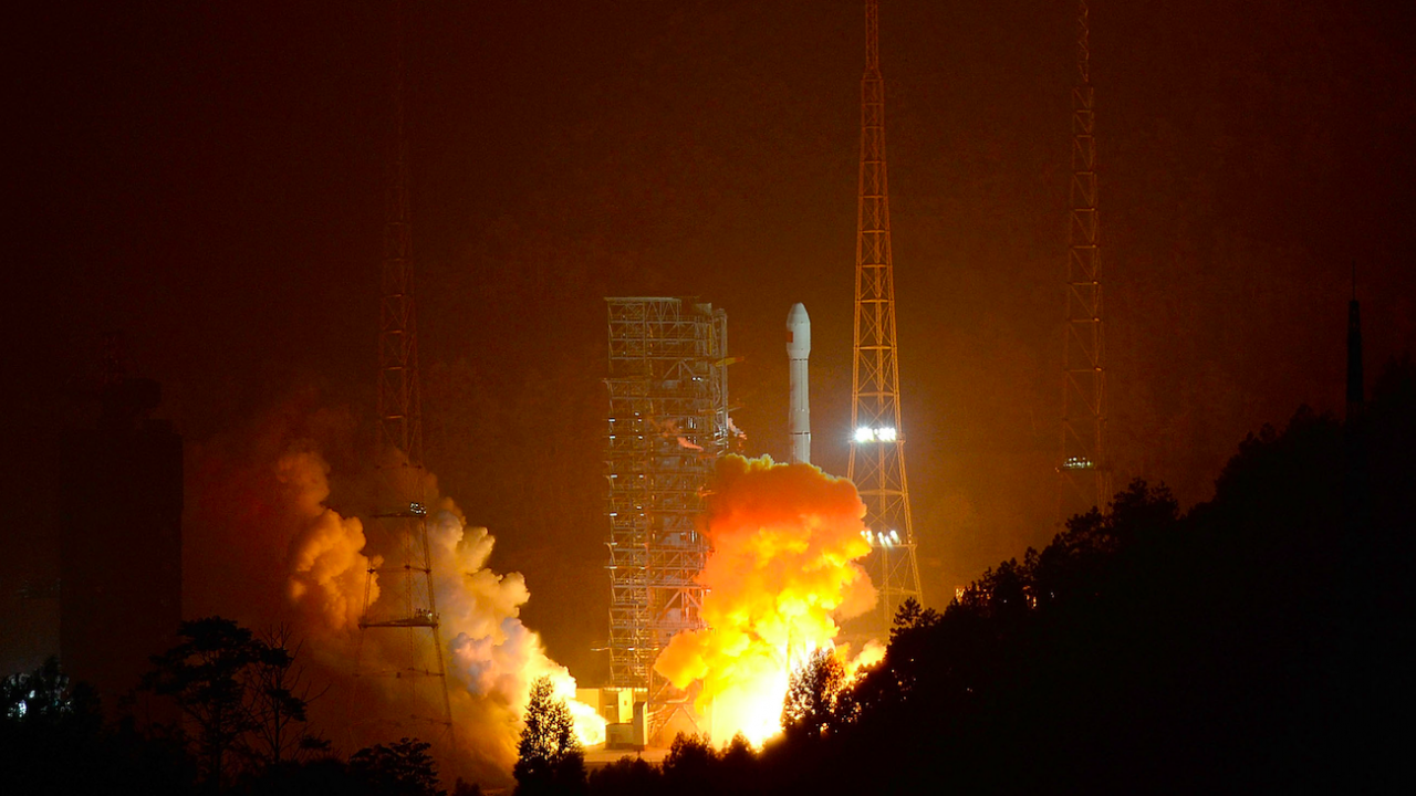 Китай ще изстреля пилотиран космически кораб утре