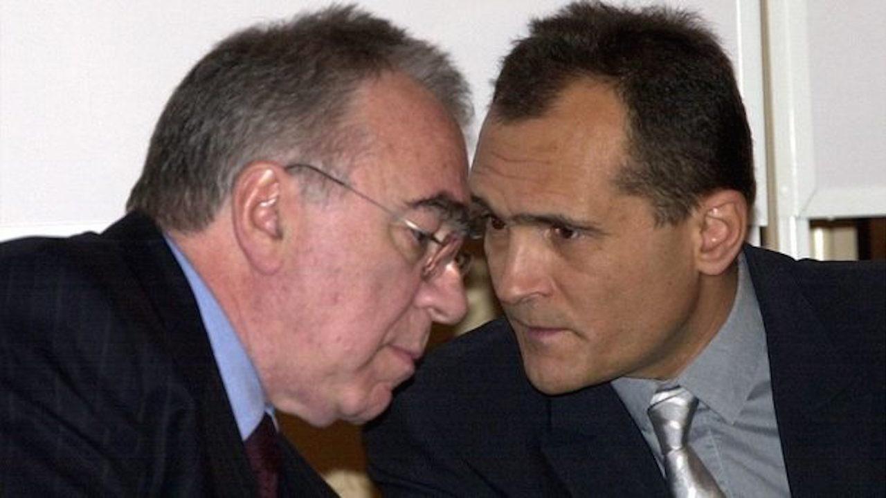 Двоен аршин за пример - гръцката Интралот, съдружник на Божков от 18 години  извадена от списъка на свързани лица, а Найденови добавени въпреки че са прекратили участие много по-рано