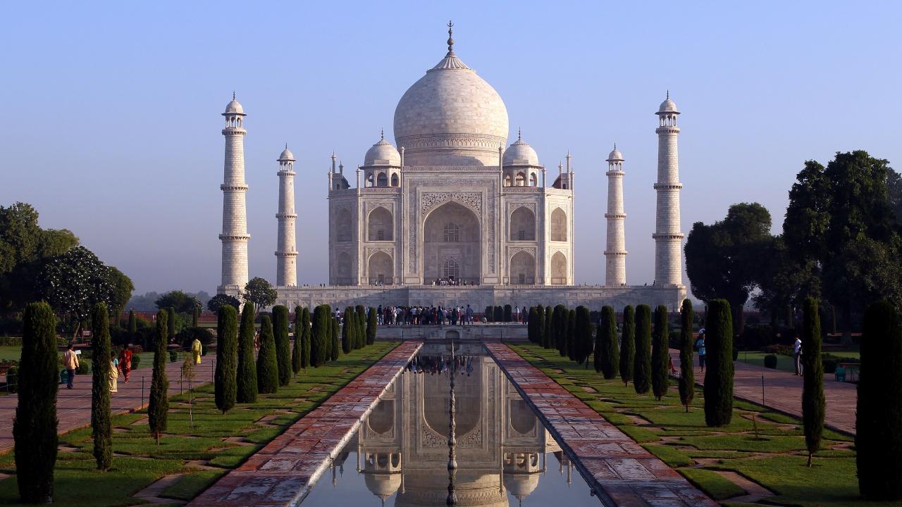 Тадж Махал отвори за посетители, след като Индия смекчи коронавирусните ограничения
