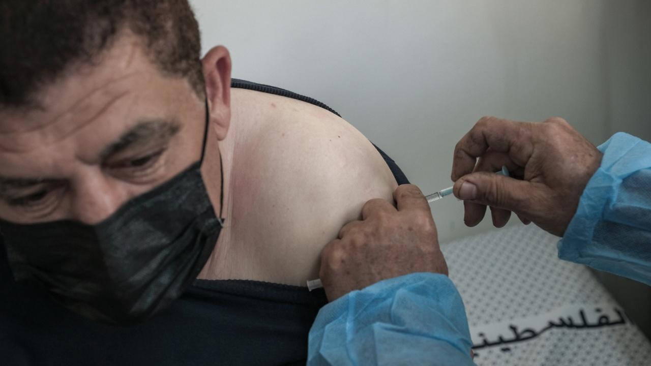 В Москва разпоредиха задължителна ваксинация на 60% от работещите в сферата на услугите