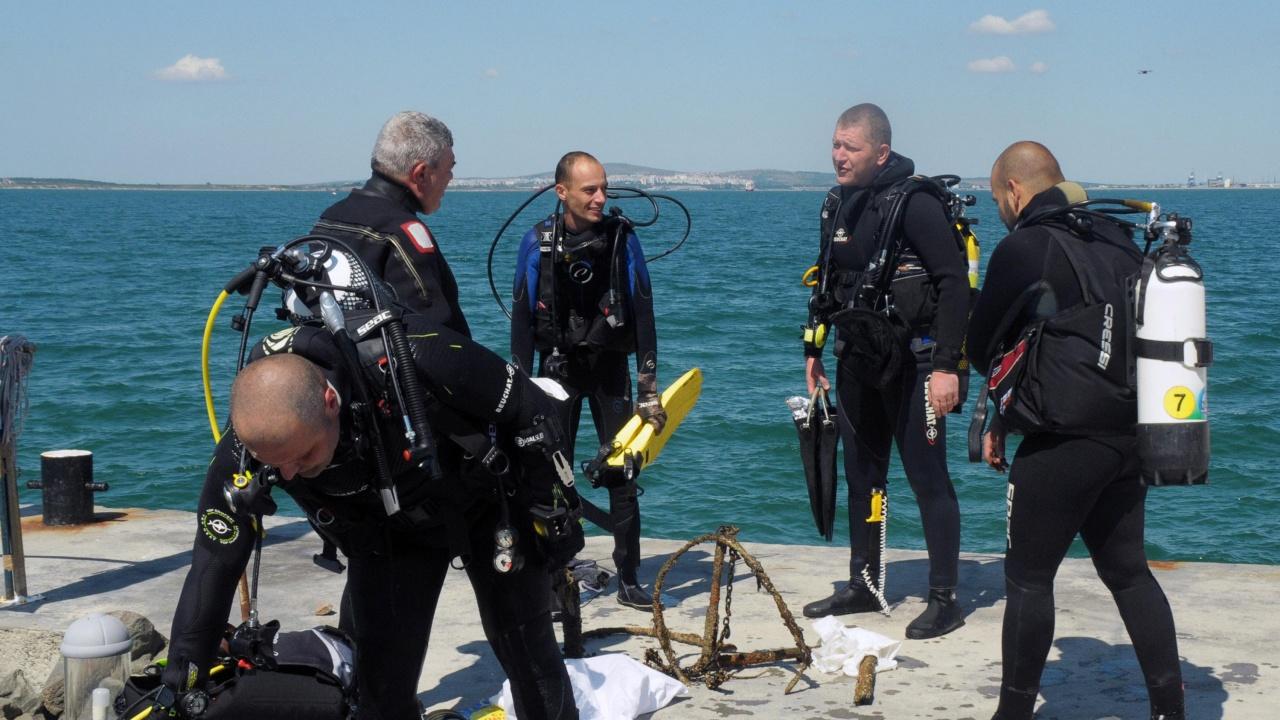 Водолази ще чистят морското дъно в района на острова Света Анастасия
