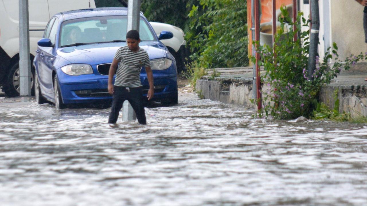 Порой наводни улици и булеварди в Русе