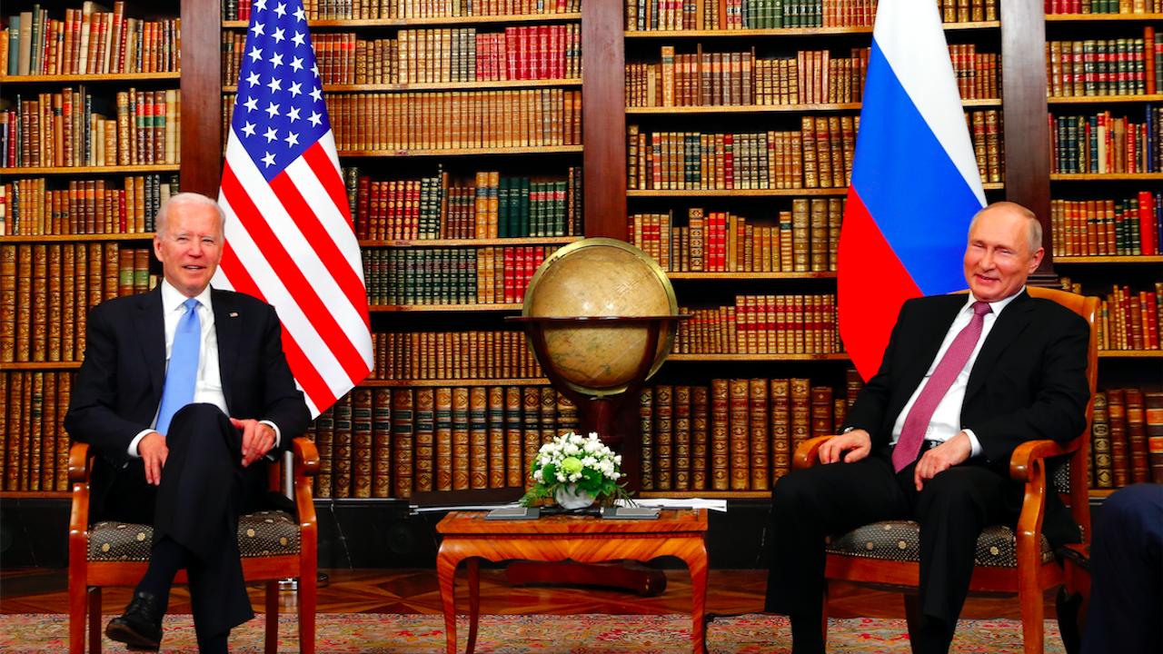 Байдън и Путин обсъдиха посланиците, ядрените оръжия и още много други теми