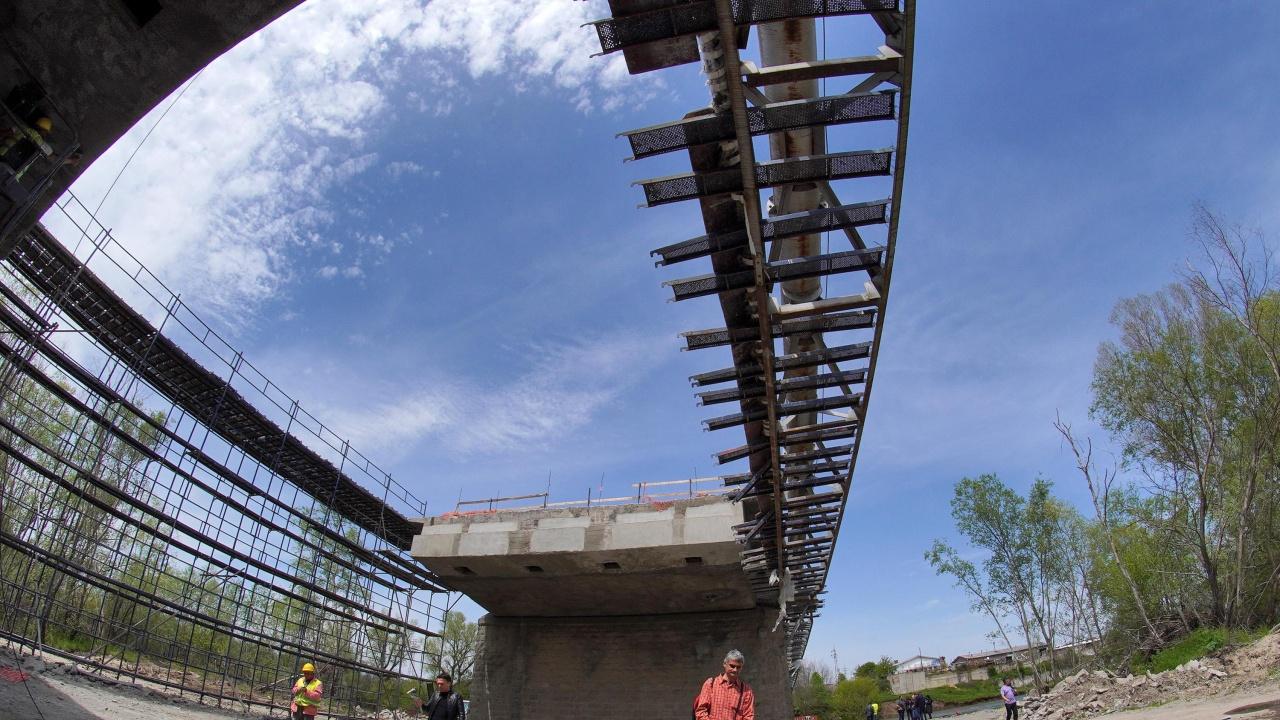 """АПИ спира изграждането на 4 мостови съоръжения на АМ """"Хемус"""""""