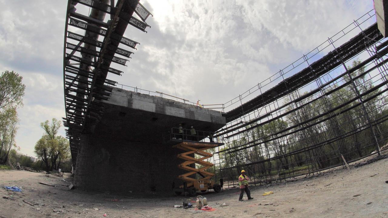 """От """"Автомагистрали"""" отговориха на АПИ за спирането на изграждането на 4 мостови съоръжения на АМ """"Хемус"""""""