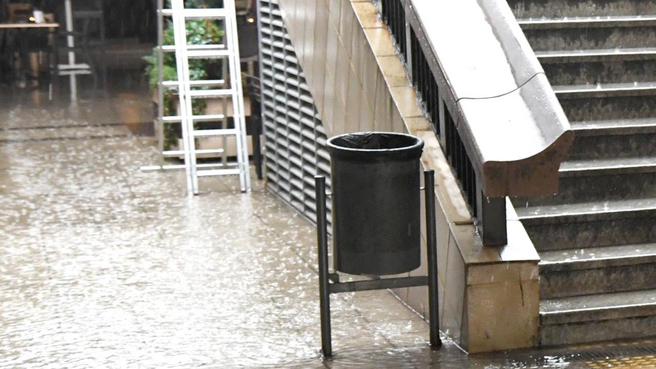 Порой в София наводни подлез на метрото