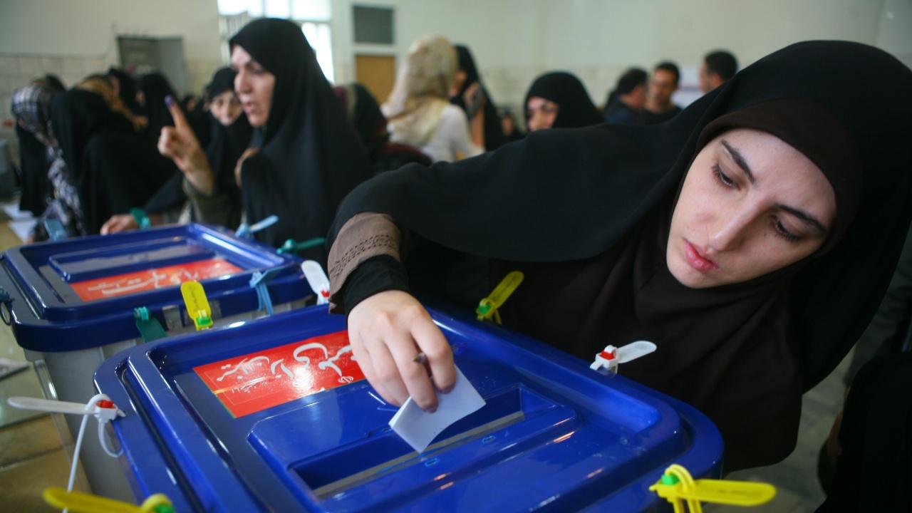 Иранците ще гласуват днес за президент