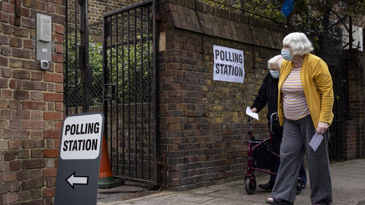 Британските консерватори изгубиха от либералните демократи в традиционно свой район