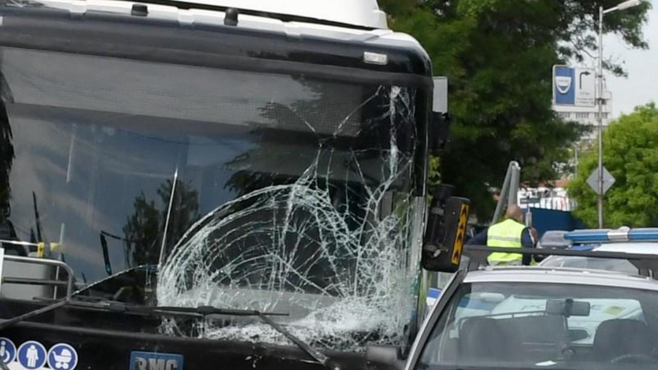 Училищен автобус катастрофира в хасковското село Козлец
