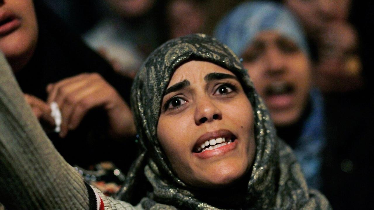 Три години затвор и глоба за египтянин, снимал жена без знанието ѝ