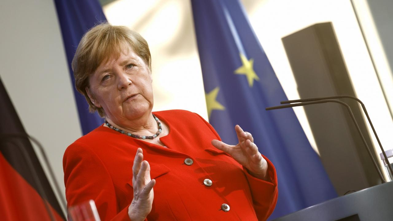 Меркел призова ЕС да се придържа към трудния диалог с Русия