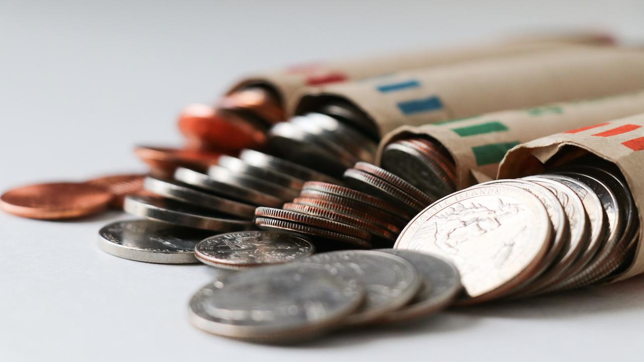 Днес е хубаво да се хвърлят монети на кръстопът, за да ви даде Бог богатство