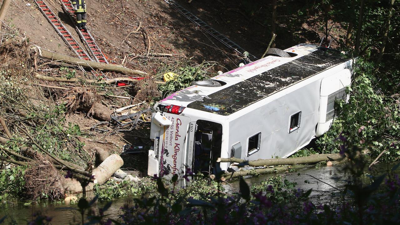 Автобус с работници катастрофира в Перу - загинали са 27 души