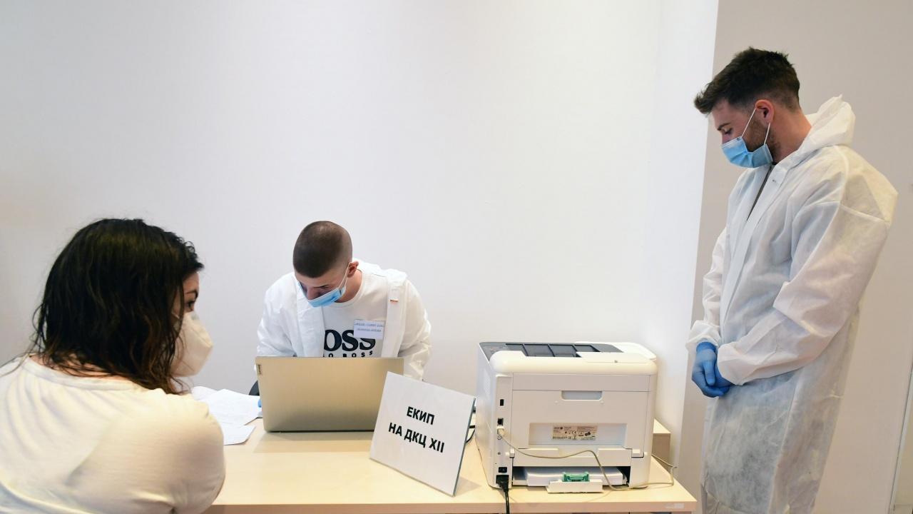 Над 660 души се ваксинираха днес в осемте мобилни кабинети на открито и в моловете в столицата