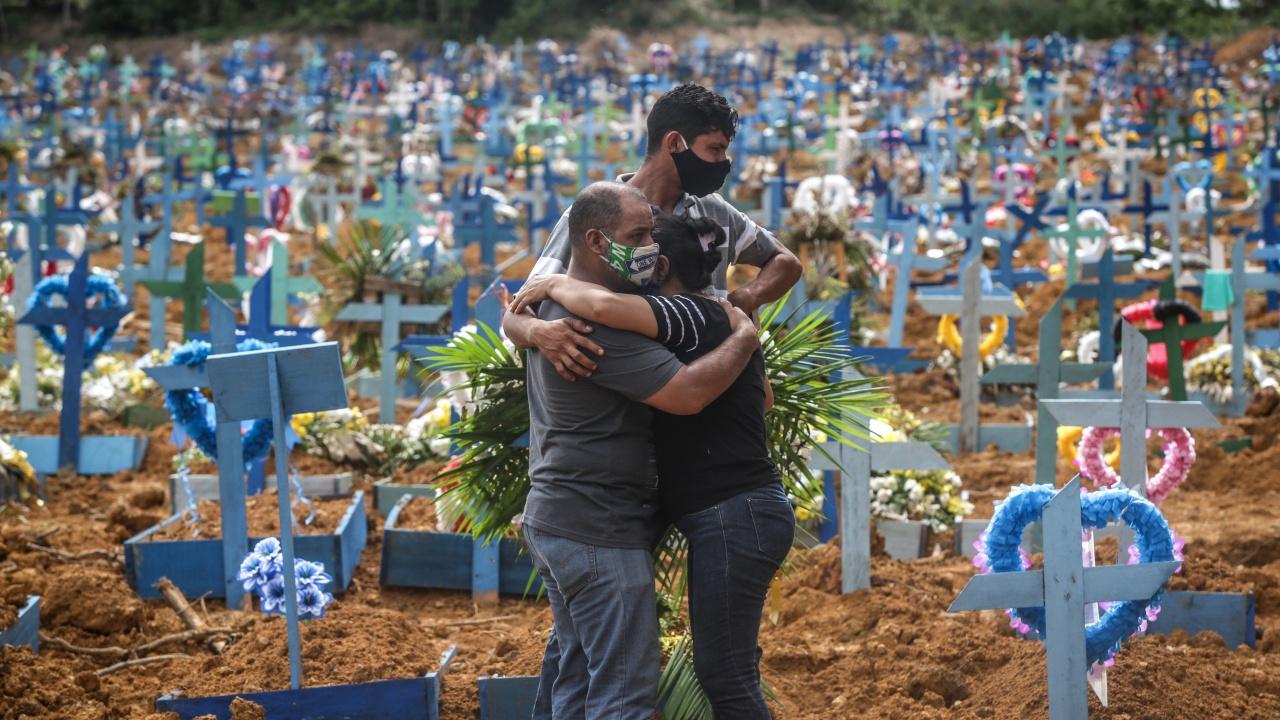 Бразилия надхвърли половин милион починали с диагноза COVID-19