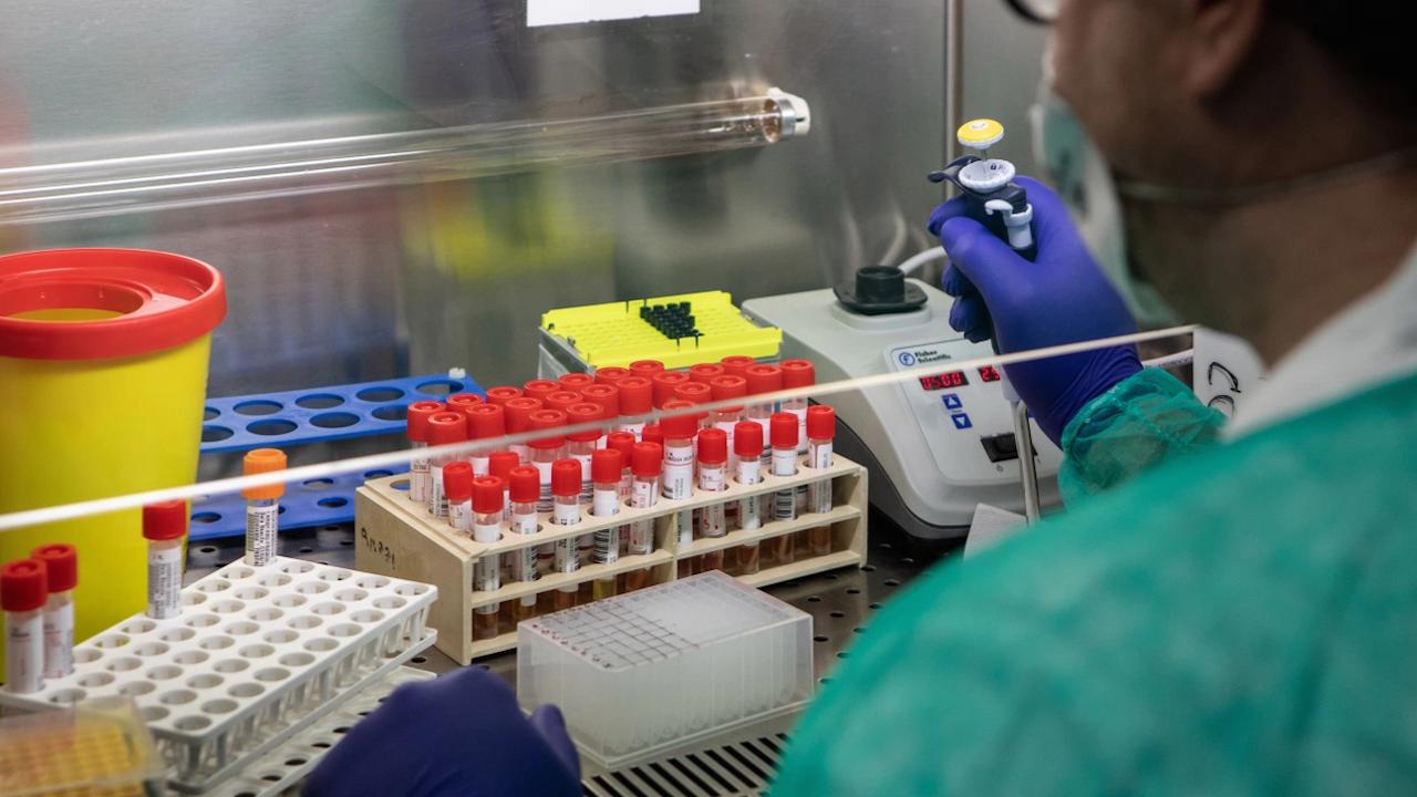 Германия регистрира нови 842 заразени с коронавирус