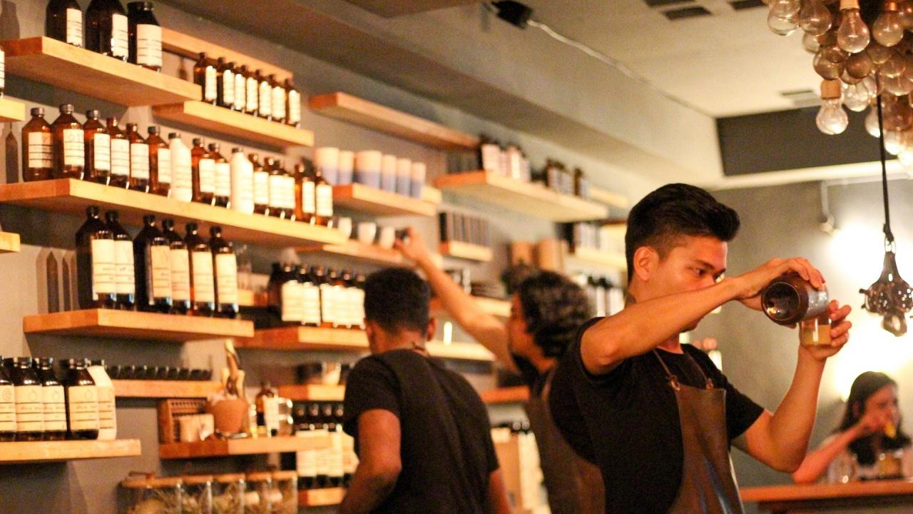 В Сингапур отново отварят врати кафенета, ресторанти и спортни зали