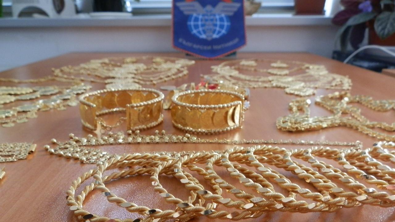 Митничари с удар от злато за 500 бона