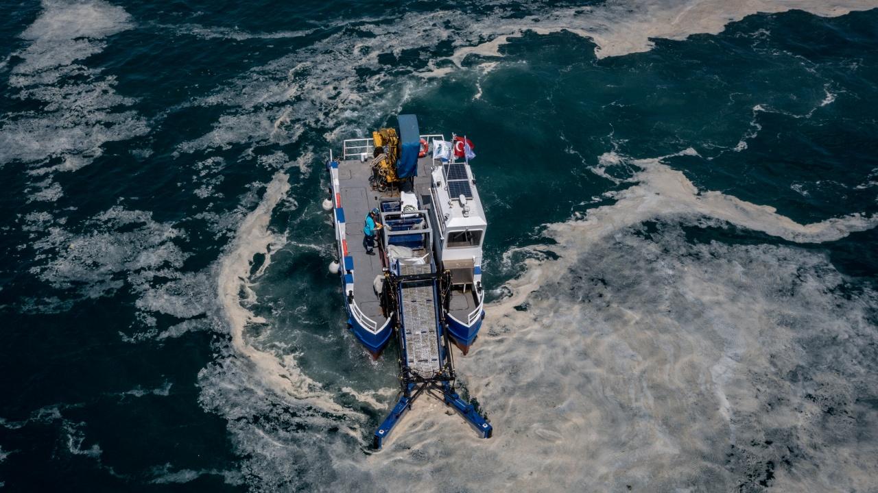 Турция ще вкарва кислород в Мраморно море, за да се пребори с морската слуз