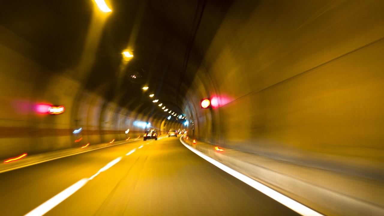"""Движението в тунел """"Траянови врата"""" на АМ """"Тракия"""" ще е двупосочно в тръбата за Бургас"""