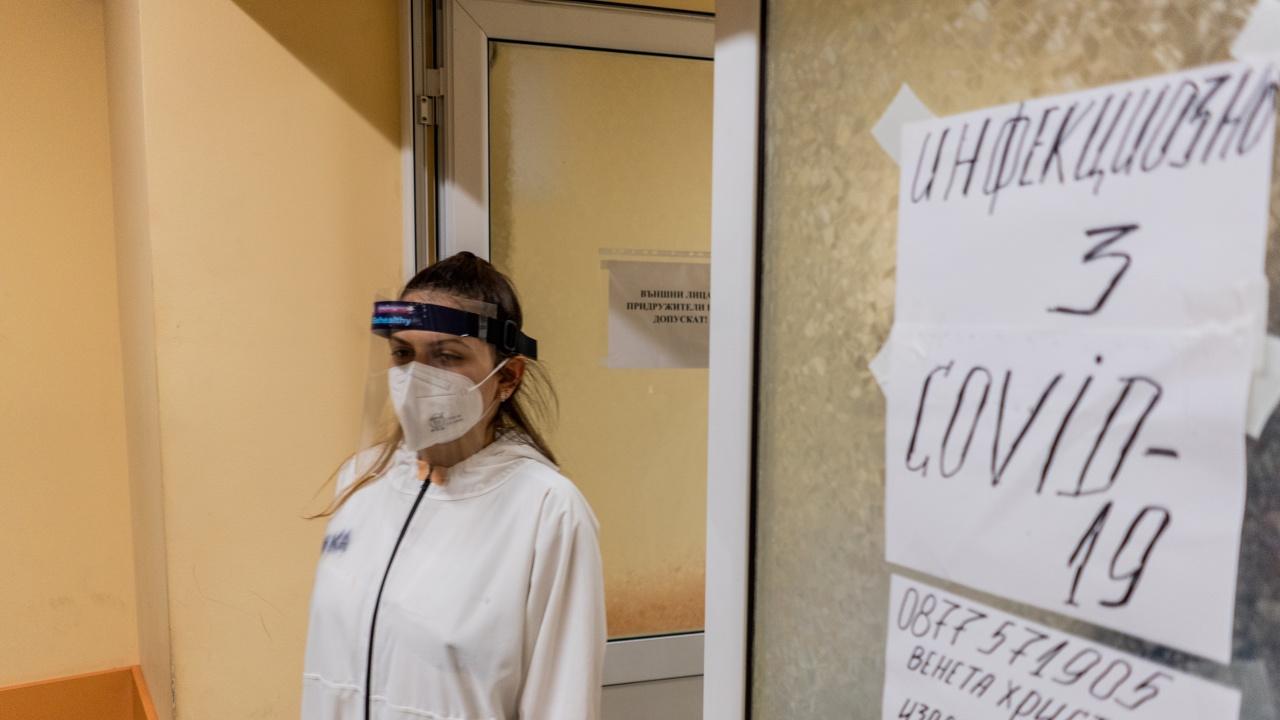 COVID-19 отне живота на още 10 души в България