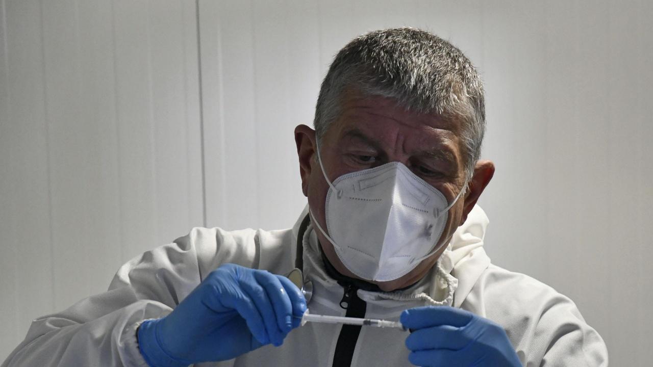 Д-р Маджаров: Има случаи на изхвърляне на 1-2 дози от ваксината срещу COVID-19