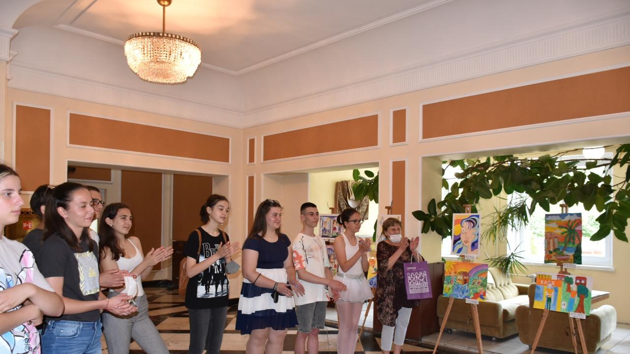 """""""Вечер на таланта"""" с участието на младите художници се състоя в Ловеч"""