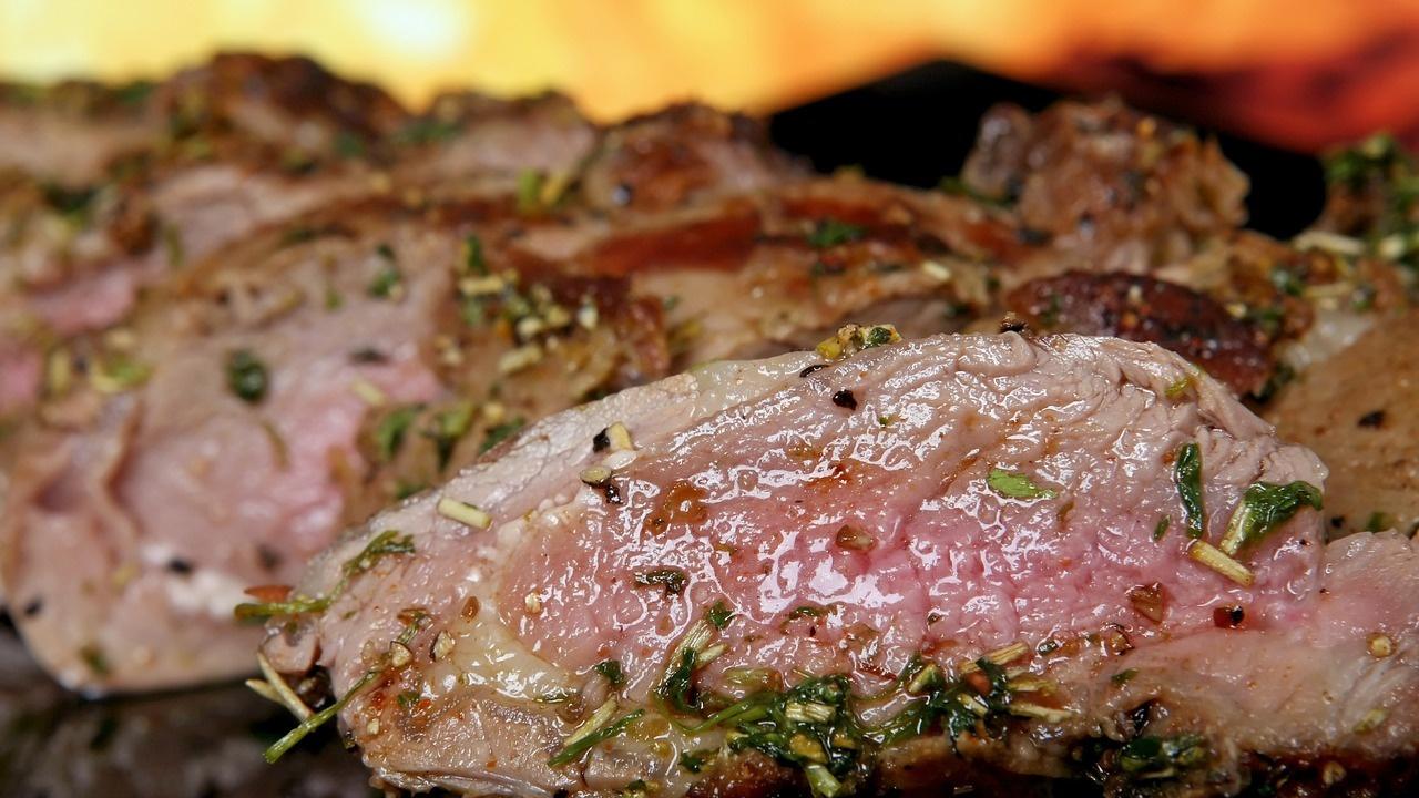 Откриха биологична връзка между консумацията на червени меса и рака на дебелото черво